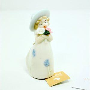 Bomboniera Bimba con Cappellino e con Fiori in Porcellana - KHARMA LIVING