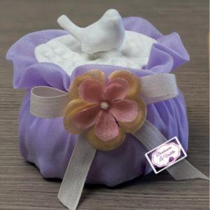 scatola-porcellana-bianca-4-soggetti-assortiti-bomboniera-matrimonio-sacchetto-puff-lilla-scatolata-linea-spring-ad-emozioni-bomboniere-la-violetta