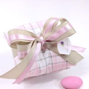 busta-lettera-portaconfetti-piquet-millerighe-rosa-linea-fioccano-emozioni-esclusiva-bombonierelavioletta.it