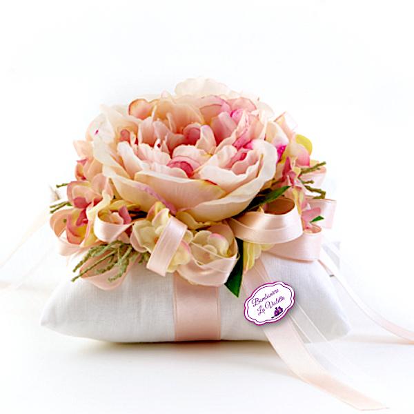 Con Fiori.Cuscino Bianco Con Peonia Fiori Di Lena Bomboniere La Violetta