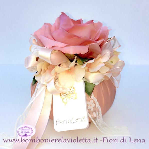 Cuscino tondo r con rosa ortensie e merletto fiori di lena for Fiori con la e