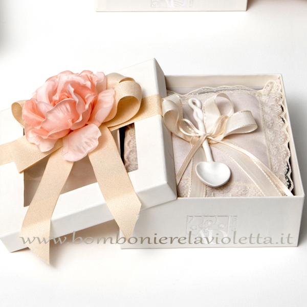 Confezioni Bomboniere Matrimonio.Scatola Cuscino Cucchiaino E Fiore Cipria Gift Box Bomboniere La